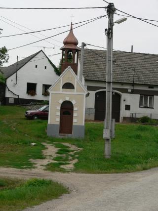 Zvonička v Ratišovicích na návsi